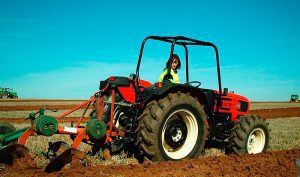 mujer-tractor-labores