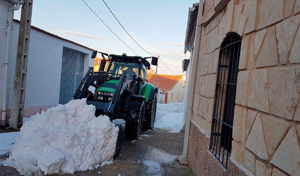 agricultor quitanieves nieve